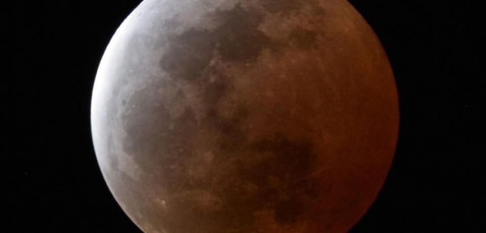Vitorienses acompanham Eclipse Lunar em linda noite na Zona da Mata Pernambucana