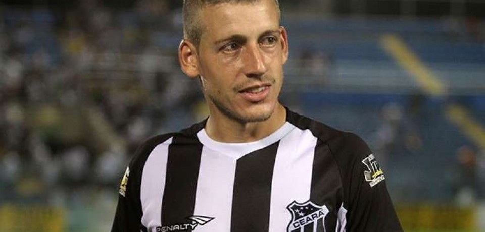 Santa Cruz segue busca por reforços, mira zagueiro e tem interesse em volante do Cruzeiro