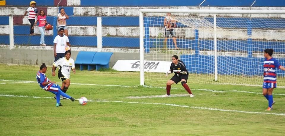 Vitória goleia e assegura classificação à semifinal do Open de Futebol Feminino