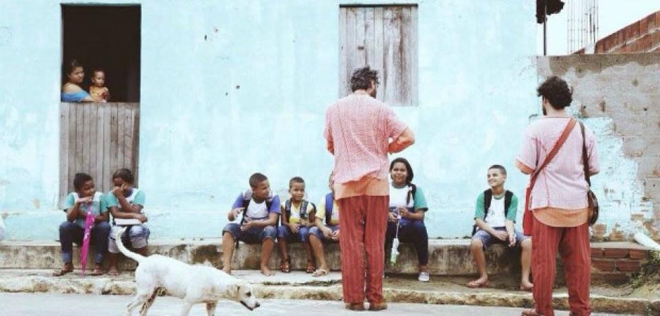 Pernambucanos promovem contação de histórias de porta em porta