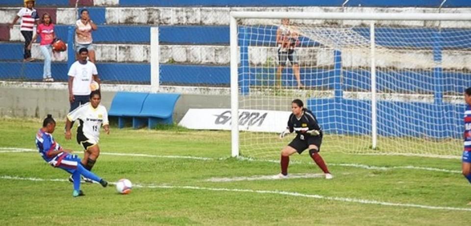 Ronaldinha faz quatro e Vitória goleia o Íbis por 9 a 0 no PE Feminino 2016