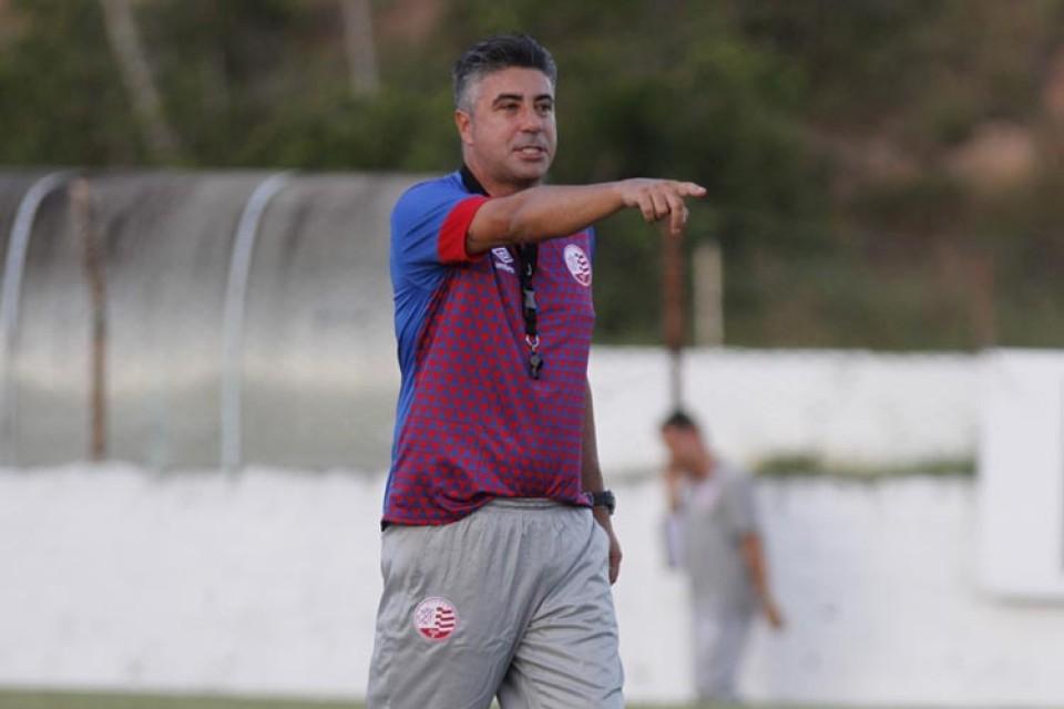 """Sem definir time, Gallo quer o Náutico jogando """"o mais simples possível"""" na estreia da Série B"""