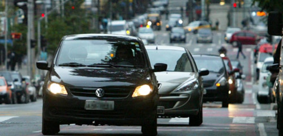 Motorista multado sem os faróis baixos acesos pode recorrer