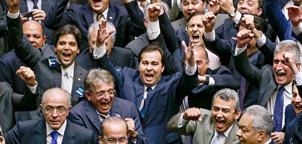 """Maia diz que votará cassação de Cunha quando houver """"quorum adequado"""""""