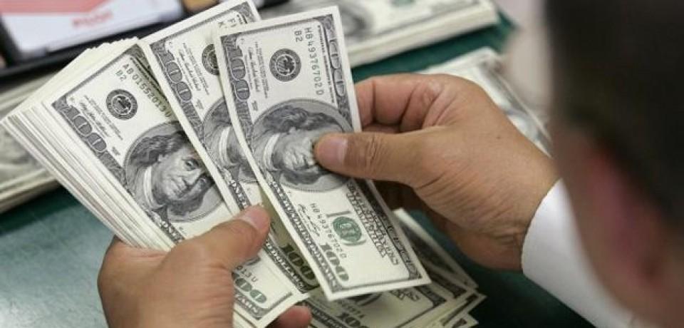 Dólar opera em alta, com volta de interferência do BC