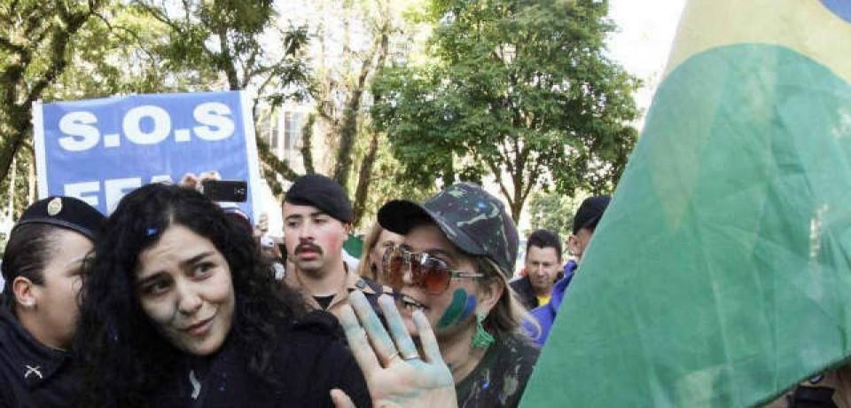 Leticia Sabatella é hostilizada em protesto contra Dilma