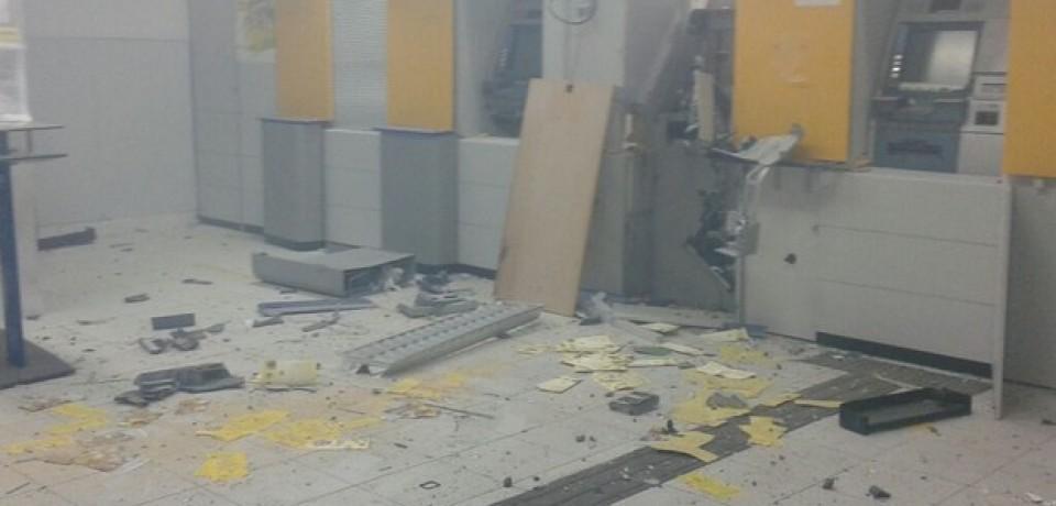 Criminosos explodem três caixas eletrônicos de banco em Capoeiras