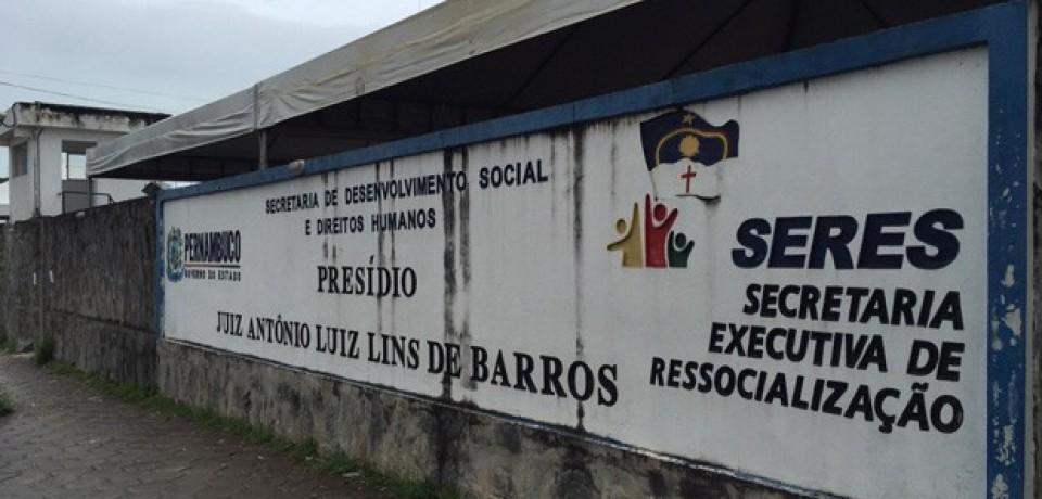Briga entre presos deixa um detento morto no Complexo do Curado