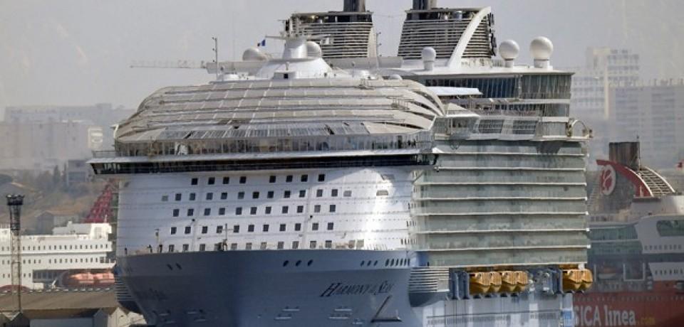 Acidente com bote deixa 1 morto no maior navio de cruzeiro do mundo