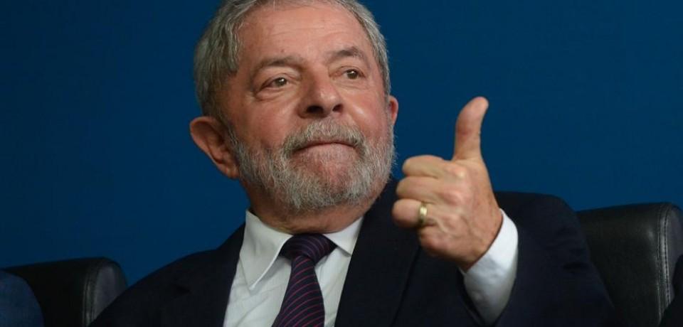 Lula doa dinheiro para a campanha de enteado
