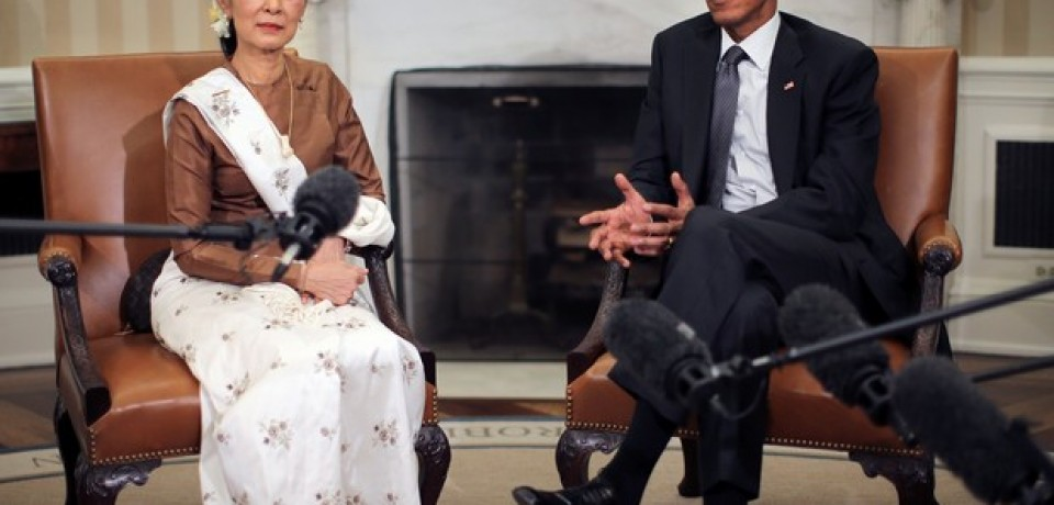 Prêmio Nobel birmanesa volta doente de sua visita aos EUA