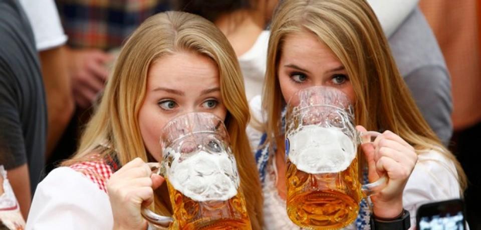 Pesquisa confirma: uma cerveja 'deixa as pessoas mais sociáveis'